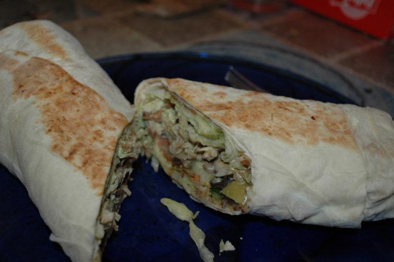 Правая половинка куриной шаурмы из кафе Донер Кебаб