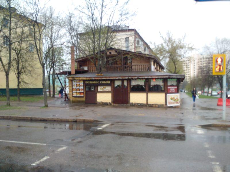 "Внешний вид кафе ""У Гафура"", перекресток улиц Щербакова и Кошевого."