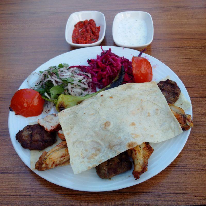 Внешний вид турецкого кебапа в Анталии.