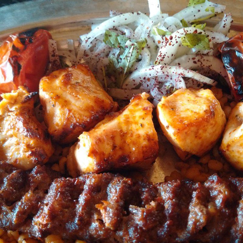 Куриное филе в турецком кебапе в Анталии.