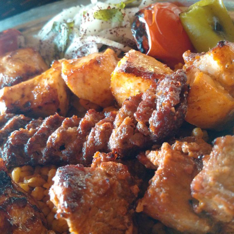Котлета-кебаби в турецком кебапе в Анталии.