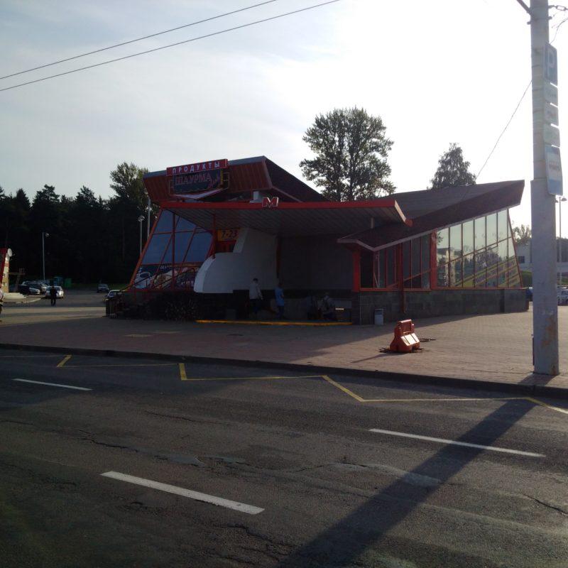 """Пристройка в которой открылось кафе """"""""Шаурма club""""."""